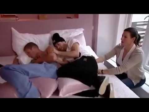 رجال يجربون الم الولادة thumbnail
