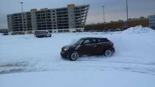 Mini Cooper S Pacaman ALL4 snow fun drift