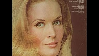Watch Lynn Anderson Proud Mary video