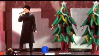 Клип Pet Shop Boys - It Doesn't Often Snow At Christmas (live)