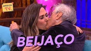 Caetano Veloso e Tatá Werneck dão um BEIJAÇO! 😱   Lady Night   Nova temporada   Humor Multishow