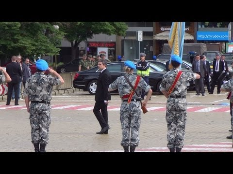 President of Bulgaria Rosen Plevneliev greets the Army in Full HD 3D