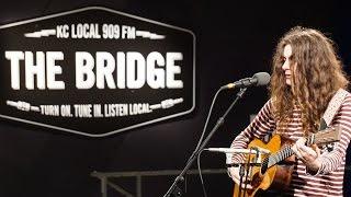 """Kurt Vile - 「90.9 FM The Bridge」が""""Dust Bunnies (Acoustic)""""など2曲のスタジオ・ライブ映像を公開 thm Music info Clip"""