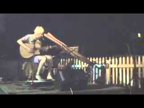 FINGERS Mitchell Cullen WA Tour 2011 A Must See Show - TRIBAL and Funky tonight Broome WA .mp4