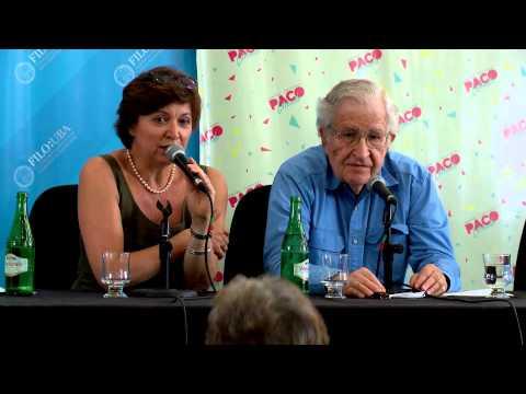 Conferencia de Noam Chomsky en el Centro Cultural Paco Urondo