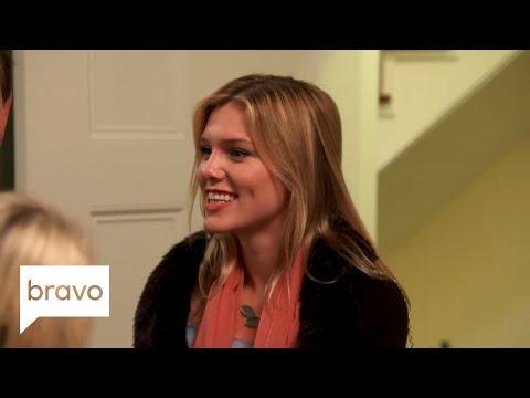Southern Charm Savannah: Savannah Is Back & Things Are Awkward... (Season 2, Episode 1) | Bravo