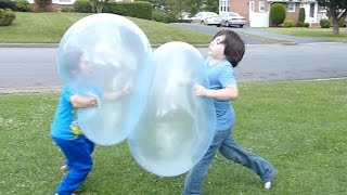 Playing and fighting with SUPER Wubble Bubble balls!