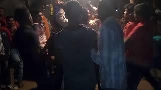 दशहरा के खुशी में हरिगावां के युवक ने डीजे पर किया नृत्य