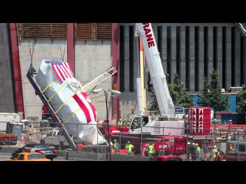 Liebherr LTM1350-6.1 tripping up FDNY Ladder 3