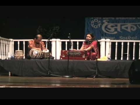 Ivy-performs-in-Tampa-pujo-2010-part-II
