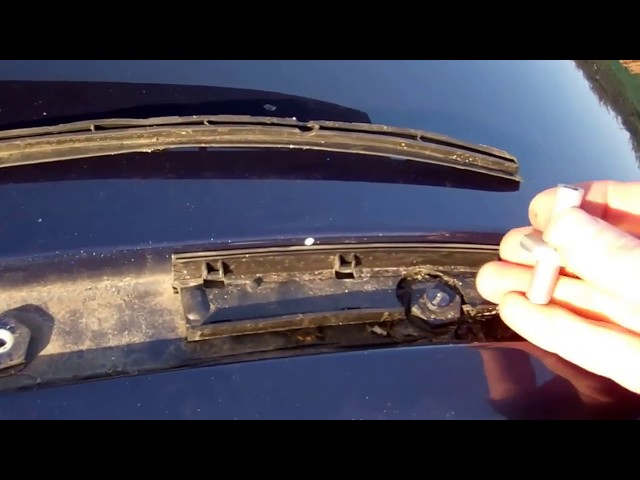 How to fit roof rack rails to Land Rover Freelander 2 ...