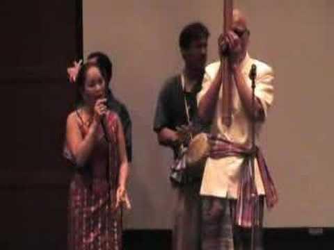 Lao Music:  Lum Putai video