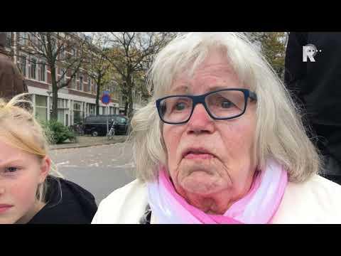 Uitstrooien as tijdens Last post op de Nieuwe Maas -<br />Noordereilander Neeltje Koster is geëmotioneerd