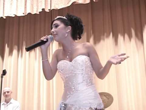 Future American Idol Bride Sings to Groom at their Wedding
