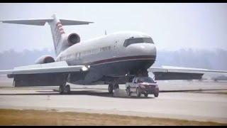 Hombre en Pick Up Salva Avión Con Problemas En el tren de Aterrizaje