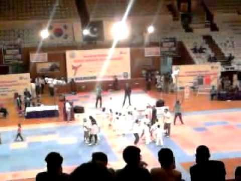 Ki Karan Day Ho Live Concerts At Islamabad Sports Club.mp4 video