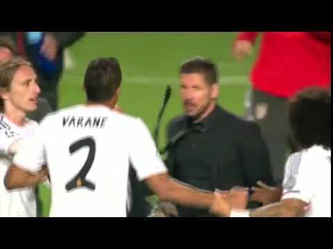 Diego Simeone se enfrenta a Raphael Varane en la final de la Champions League