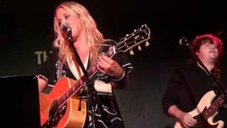 Watch Catherine Britt Nashville Blues video