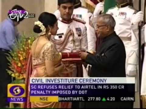 President Pranab Mukherjee confers 2012 Padma awards