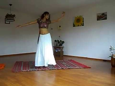 Lal Dupatta - Priyanka Chopra song (Mujhse Shaadi Karogi)