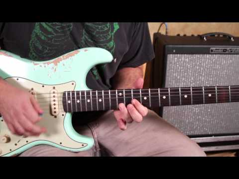 THE SRV Lick - Blues Guitar Lessons - Soloing - The Stevie Ray Vaughan Turnaround Lick