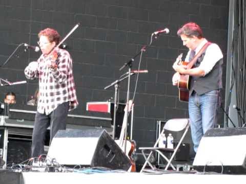 Milwaukee Irish Fest - Working on a Building - Tim O'Brien and Bryan Sutton