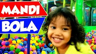 Balita Lucu Mandi Bola Banyak Sekali - A Lot of Ball Pit For Toddler