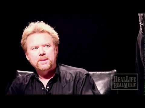 Lee Roy Parnell Gets a Sign From Above after Hall of Fame Induction
