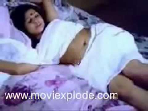 Mallu Aunty Sexy Sleeping  Hot Kissing Scenes Hot Bollywood Actress Unseen Videos video