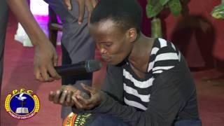 PASTER Bosco yahanganye na dayimoni irya  akadobo kamakara