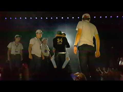 Enrique Iglesias defendió a una fan de sus guardaespaldas