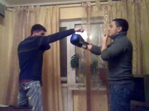 телевизор дал в голову типо боксеру