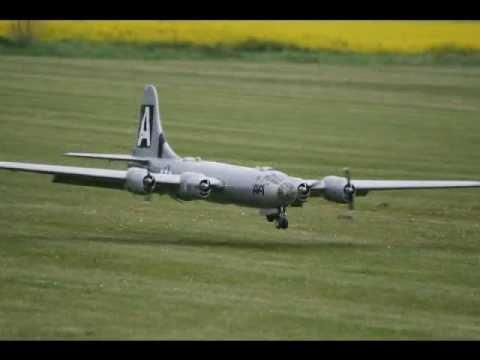 GIANT SCALE RC B-29   B-17  B29 B17