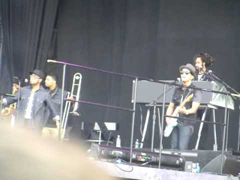 Bruno Mars @ Wireless 2011 - Nothing on you