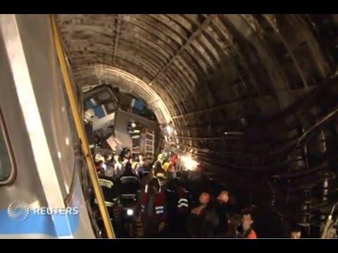 МЧС России: первые кадры с места крушения поезда в московском метро (новости)