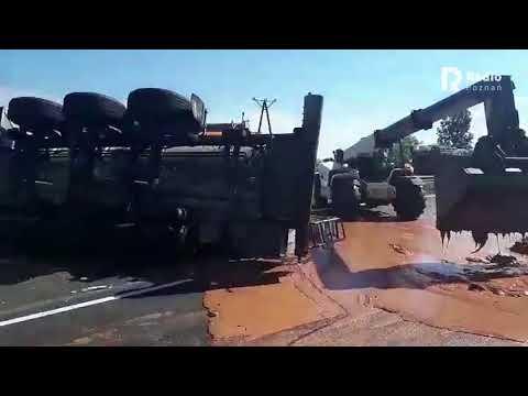 Wypadek ciężarówki z czekoladą na A2