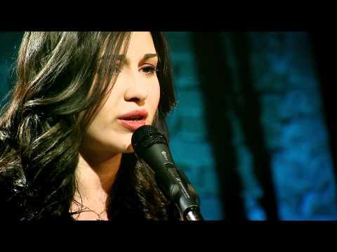 """Alina Eremia – """"Equivocada"""" (cover) in """"Pariu cu viata"""""""