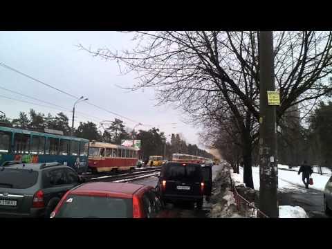 Киев район Воскресенка, поломка трамвая парализовала весь район 01.04.2013 (tram crash)