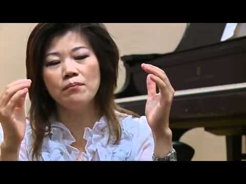 Trzy Latek Gra Na Pianinie