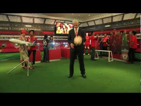 Ian Rush does the LFC Harlem Shake