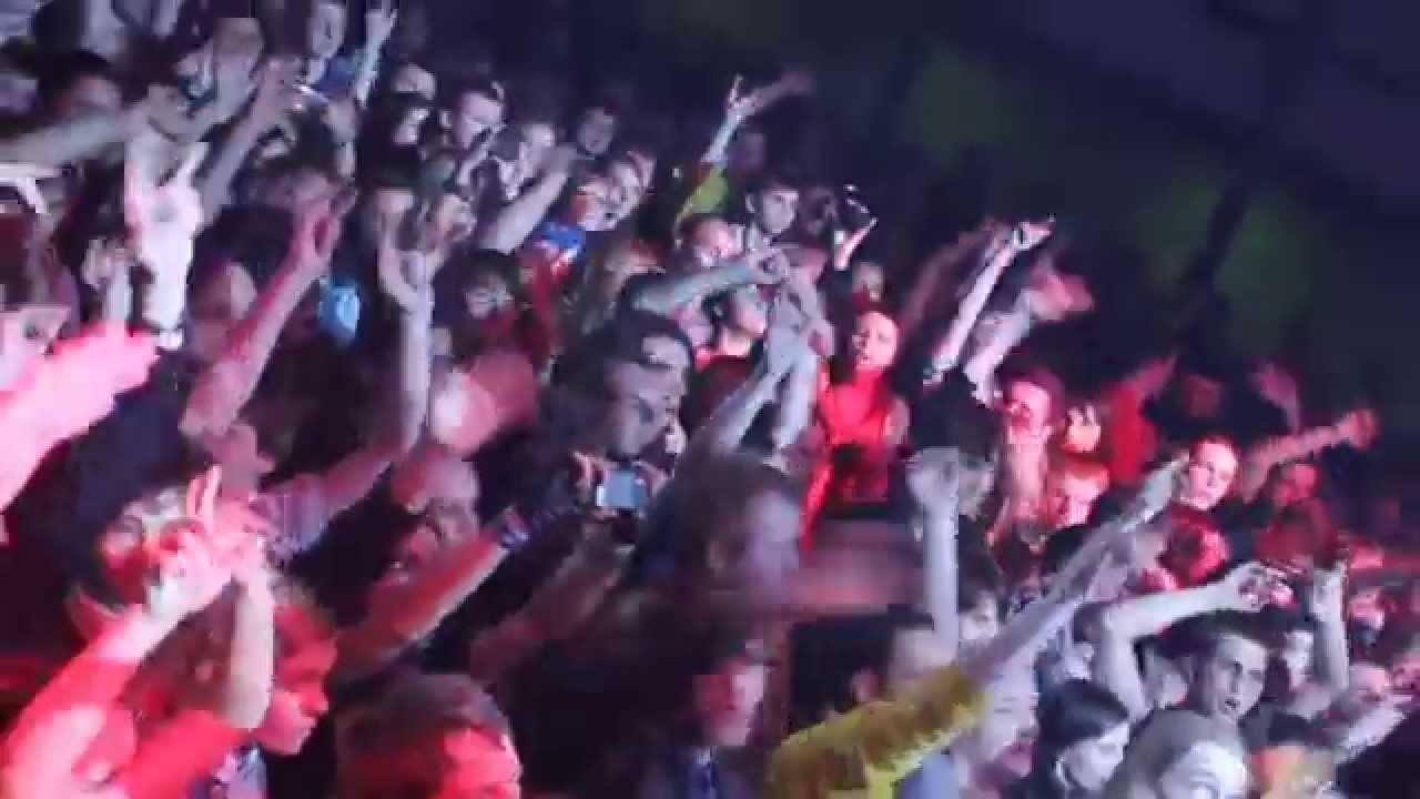 Элизиум исполняет песню группы ульи на фестивале соседний мир в крымуавгуст 2009