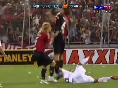 Jogador tem rosto pisoteado Newell's Old Boys x  LDU Copa Sulamericana 02/11/2010