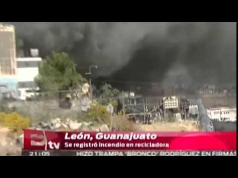 Incendio en recicladora de León, Guanajuato / Martín Espinosa