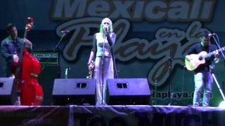 Jenny and the Mexicats - Verde más allá en Mexicali en la Playa