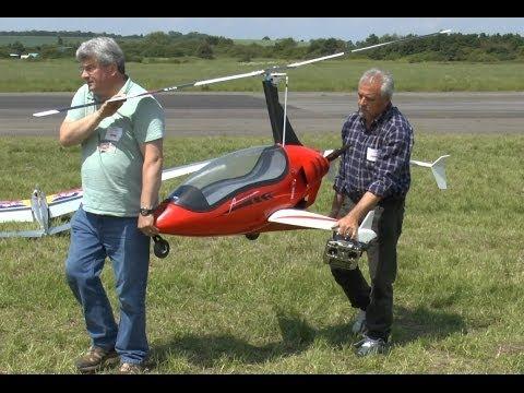 * HUGE * Electric AUTOGYRO (Long Marston Air Show 2014)