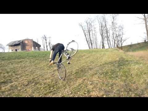 Śmieszny filmik - śmieszny wypadek na rowerze (adrian)