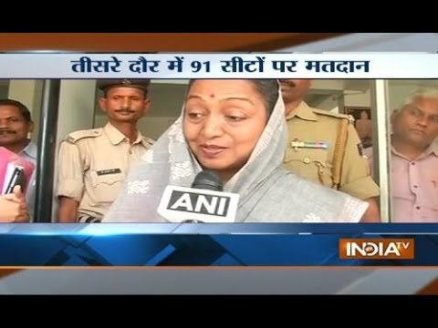 Lok Sabha speaker Meira Kumar casts her vote