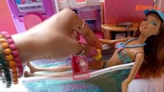Bé Chơi Vui Với Đồ chơi Phòng Tắm Búp Bê Barbie