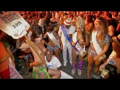 برازيليات ضد الحظر المفروض على تعرية الصدور thumbnail