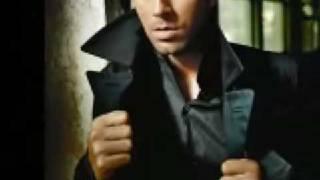 Watch Enrique Iglesias Falta Tanto Amor video